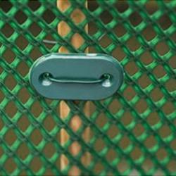 Vous souhaitez acheter des accessoires pour la fixation et le maintien de votre filet d'ombrage ? Retrouvez nos attaches en plastique par lot de 10 ou de 50, de la ficelle maraîchère de qualité professionnelle, ou encore des clips en acier galvanisé ou en inox, avec diamètre au choix.