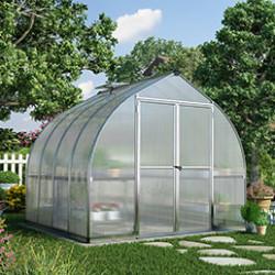 Nos serres de jardin sont équipées d'un châssis alu et polycarbonate de 4mm. Les panneaux à double paroi garantissent une excellente isolation. La serre en polycarbonate est un bon compromis entre la serre en verre trempé et la serre en verre horticole. Elle résiste très bien aux conditions climatiques. Le polycarbonate est aussi transparent que le verre et plus résistant aux chocs et aux rayures. Il est léger et facile à installer.