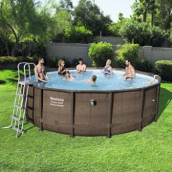 Piscines tubulaires ou acier: tous à l'eau! Quoi de mieux que de profiter d'une chaude journée d'été au bord de l'eau avec ses enfants? Découvrez notre sélection de piscines tubulaires et de piscine en acier, puis choisissez celle qui s'adaptera au mieux à vos envies de baignade. Nos piscines hors-sol se montent très facilement et en un rien de temps. N'attendez donc pas la fin de l'été pour piquer une tête dans votre piscine pas cher! Optez pour une piscine hors-sol ronde, rectangulaire, octogonale ou ovale en fonction de la forme de votre jardin. Ajoutez-y les accessoires d'entretien pour être fin prêt pour la baignade. Pour plus de simplicité, choisissez parmi nos kits piscine «prêt à monter». Livrée avec tout le matériel d'entretien, votre piscine sera sur pied dans les 30 minutes. Les piscines autoportées s'installent et se désinstallent facilement au début et à la fin de l'été. Leur armature métallique les rend solides et faciles à entretenir.Elles sont idéales pour tous ceux qui veulent conjuguer installation simplifiée et grand volume. Facilitez-vous l'achat d'une piscine grâce à nos kits piscine «prêt à monter». La plupart de nos kits sont livrés avec les accessoires nécessaires pour profiter de votre piscine: un système de filtration, une échelle et une bâche. Nos piscines sont faciles à monter et ne nécessitent aucun outil pour l'installation. Résistantes, elles supportent des conditions normales comme les fortes pressions d'eau et l'exposition aux UV et au chlore. Enfin, choisissez les accessoires indispensables pour les piscines comme la bâche piscine ou le robot de piscine. Si vous souhaitez profiter de votre piscine durant de nombreux étés, vous devez l'entretenir durant la période estivale. C'est pourquoi, nous vendons chez Atout Loisir des bâches solaires, des robots de piscine électriques et d'autres matériels d'entretien.