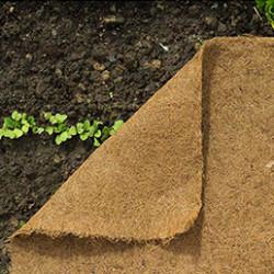 Toutes vos plantations du balcon, de la terrasse jusqu'au potager en passant par le jardin d'ornement ou le verger seront réussies grâce à notre sélectiond'engrais bio, billes d'argiles, grains d'eau, disques de paillage.